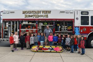 Minisink Elementary kids with fire truck