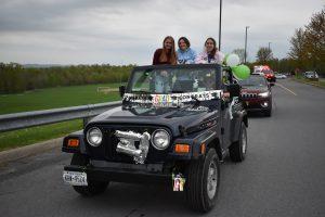 Car parade girls
